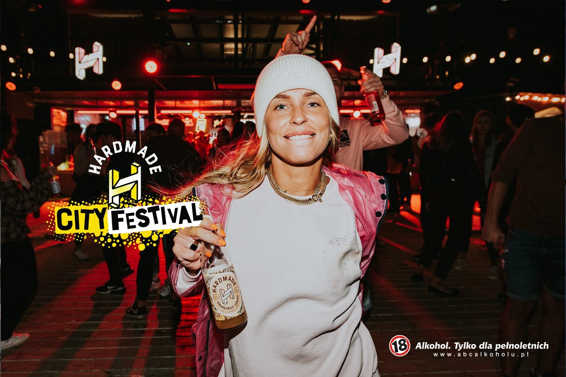 Jak powstało klubowe oświetlenie iglowsticki? Hardmade City Festival oszołomi was fluo-barwami