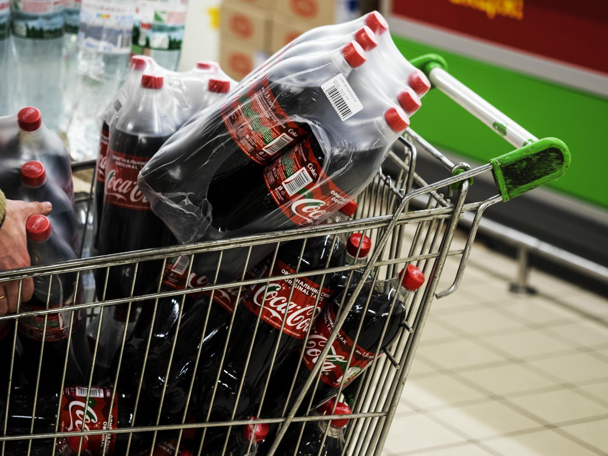 Drugi rok zrzędu Coca-Cola jest odpowiedzialna zanajwięcej plastikowych zanieczyszczeń naświecie