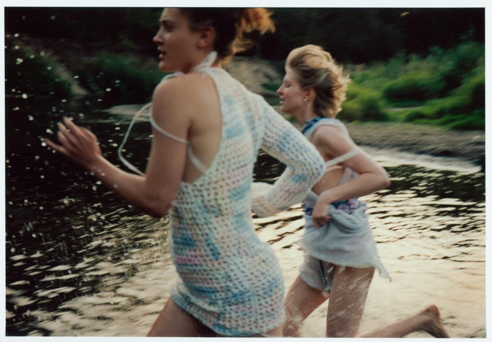 Nikola - sukienka: Daria Wierzbicka; Inga - sukienka: Jan Kardas