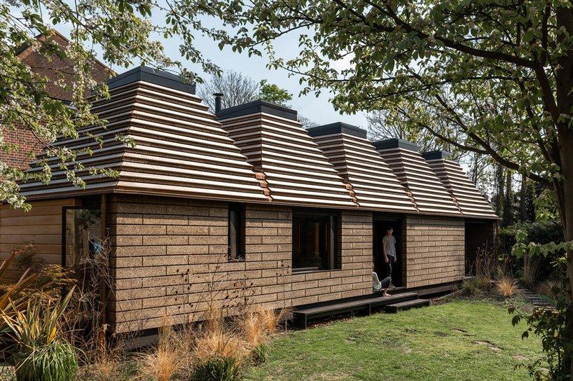 Powstał dom zkorka, któryma niski ślad węglowy inadaje się dorecyklingu
