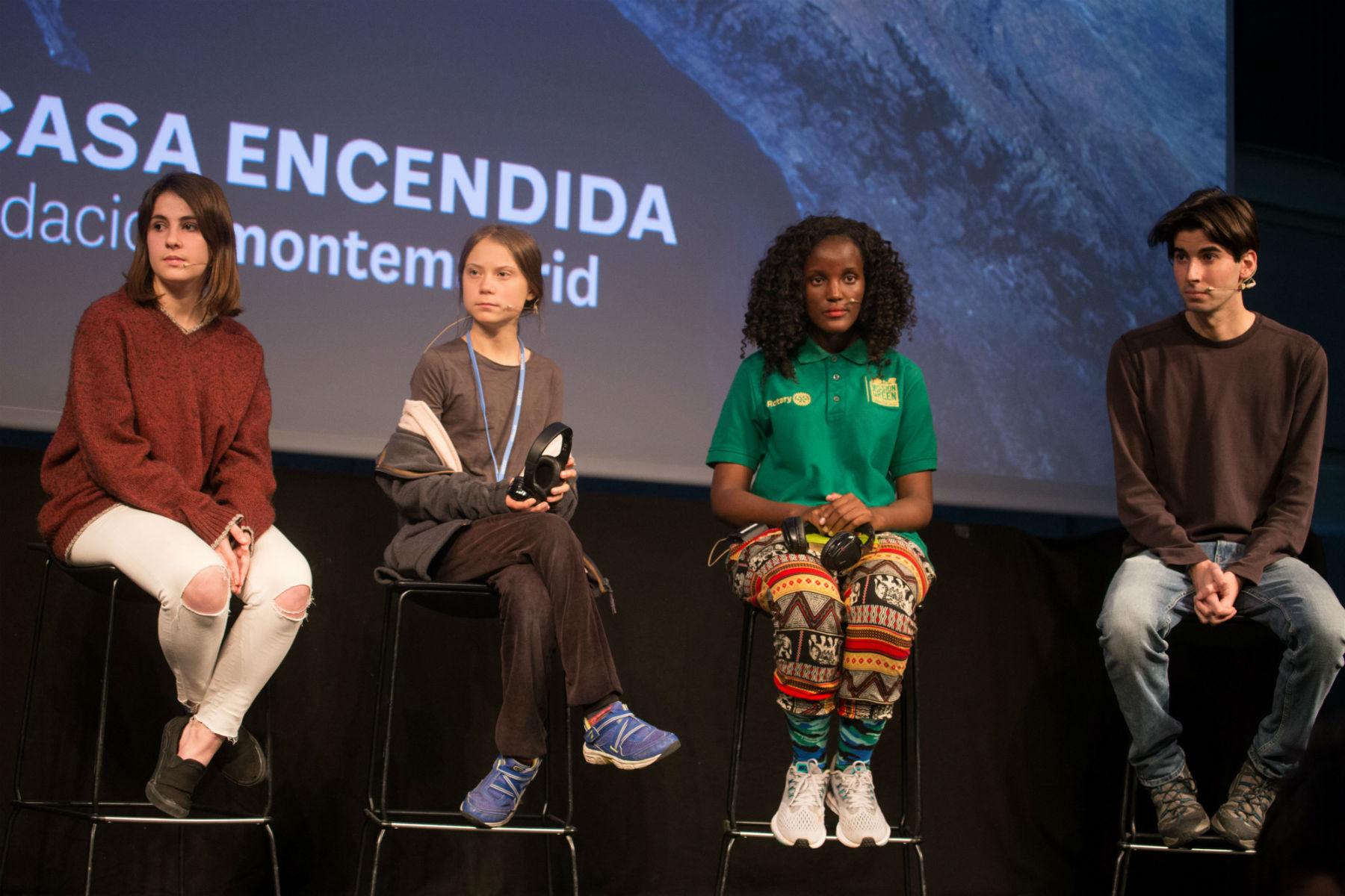 Aktywistka klimatyczna zUgandy została wycięta zezdjęcia przezagencję prasową. Greta Thunberg komentuje