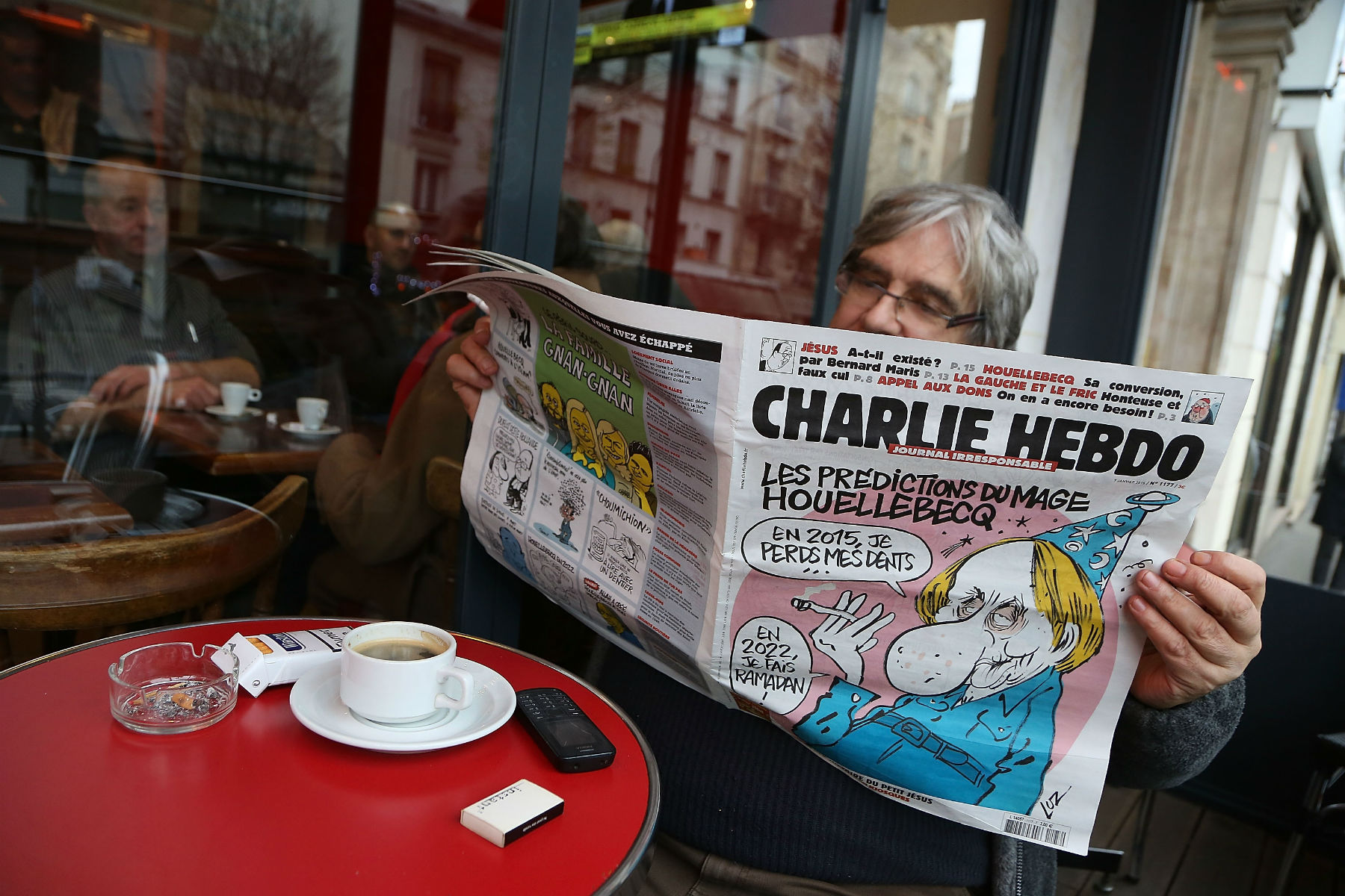 """Charlie Hebdo pisze opolskich """"strefach wolnych odLGBT"""". Publikujemy tłumaczenie"""
