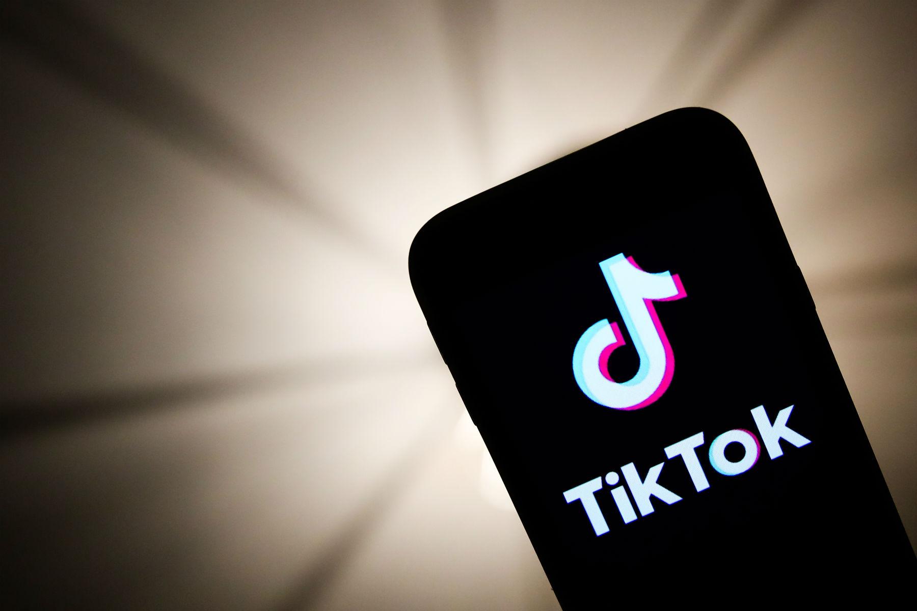 """TikTok miał ograniczać zasięgi """"brzydkim"""", biednym orazniepełnosprawnym użytkownikom"""