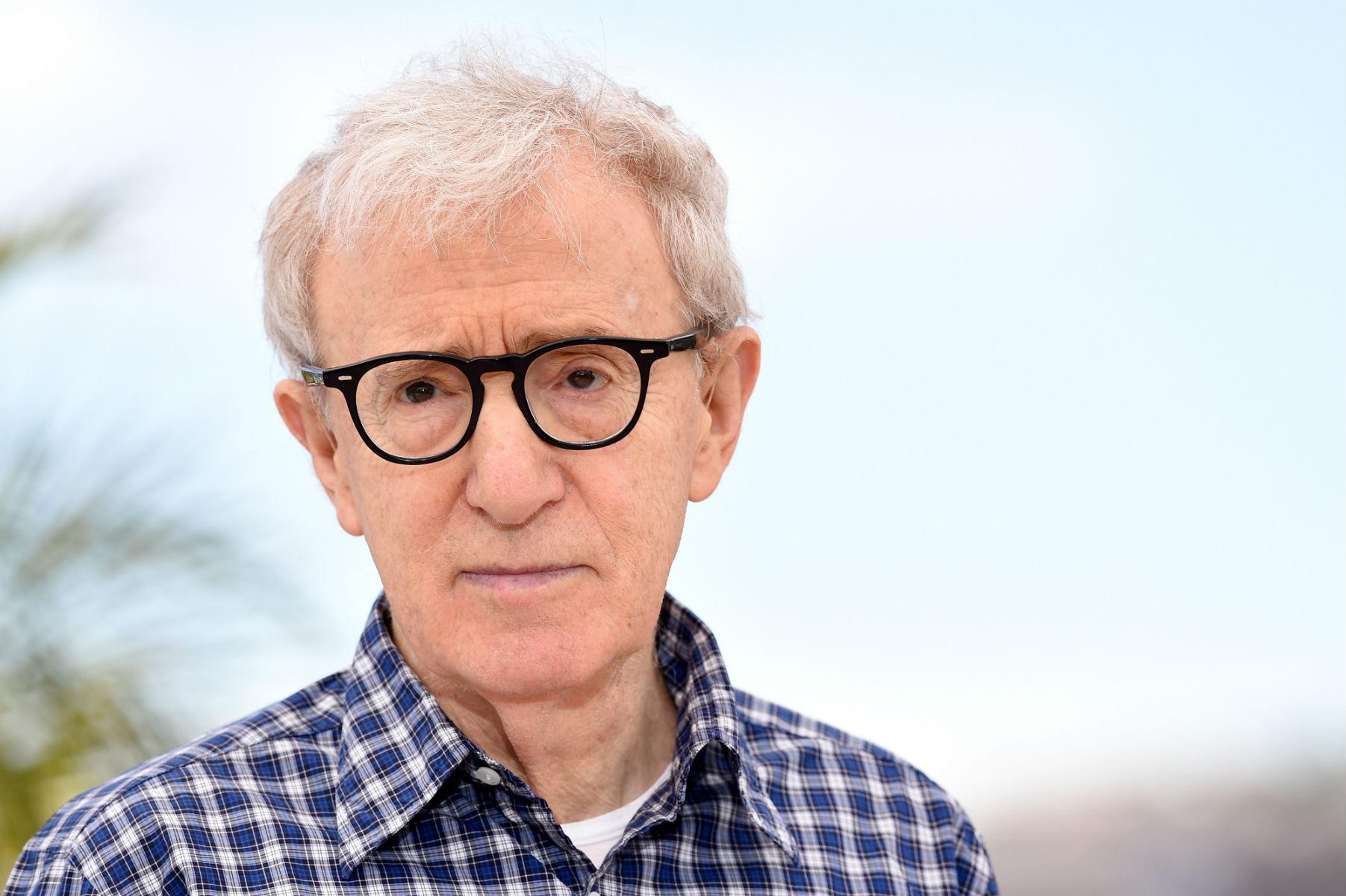Kilkudziesięciu pracowników opuściło wydawnictwo wproteście przedwydaniem wspomnień Woody'ego Allena
