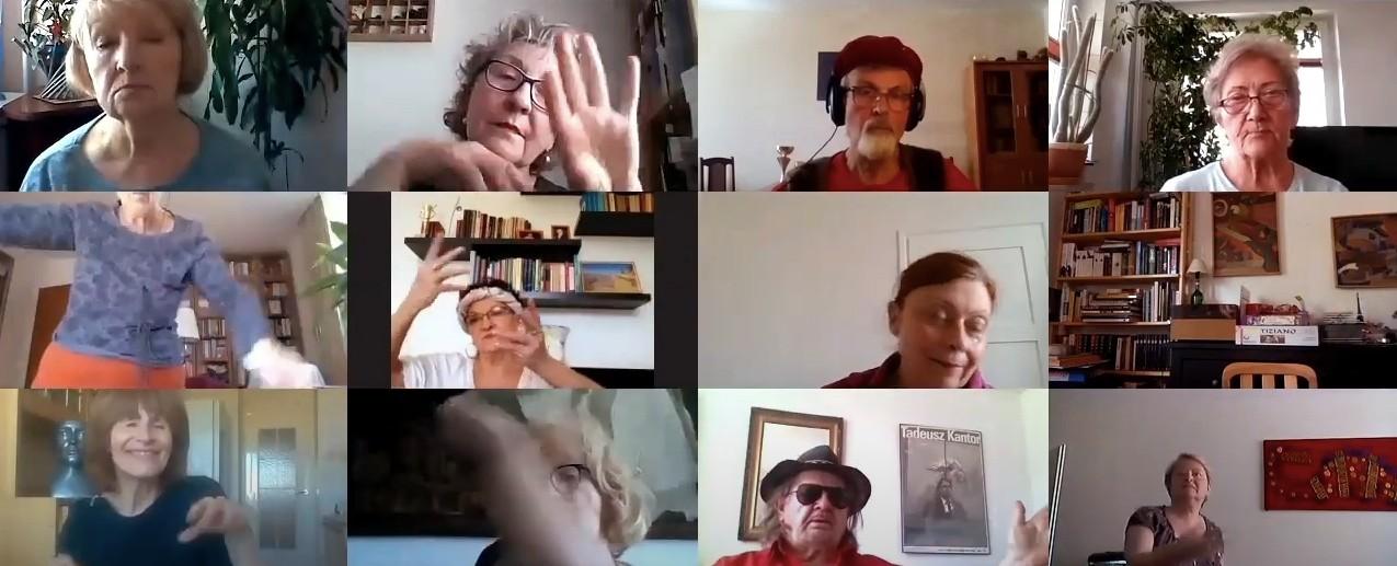 Seniorzy rozmawiają oseksie itańczą doWhitney Houston wramach akcji Teatru Studio