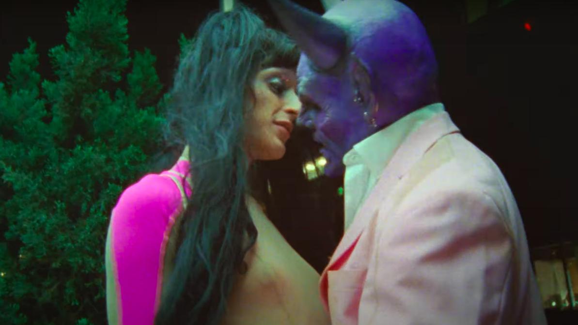 Arca całuje się zdiabłem wnowym klipie iogłasza wkońcu premierę nowej płyty