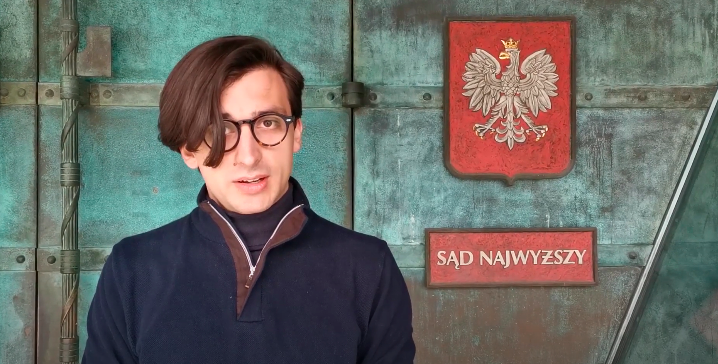 Aktywista objaśnia wkrótkim wideo jak przejść legitymowanie przezpolicję