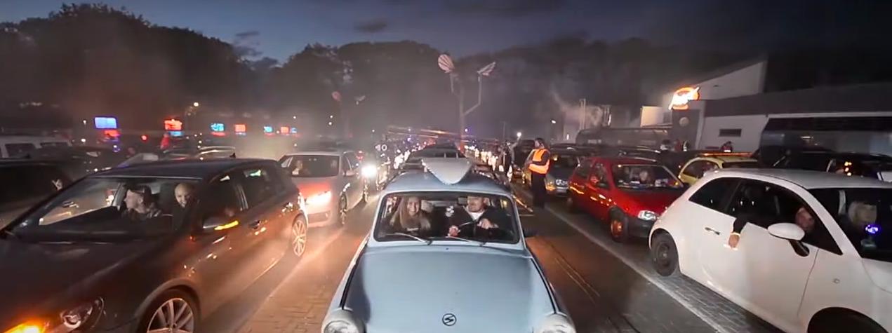 Samochodowy rave wNiemczech ipierwszy duży koncert wUSA. Jak świat odmraża rozrywkę