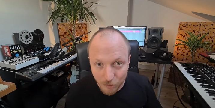 Wojtek Urbański (RYSY) objaśnia jak produkować muzykę naswoim nowym youtube'owym kanale