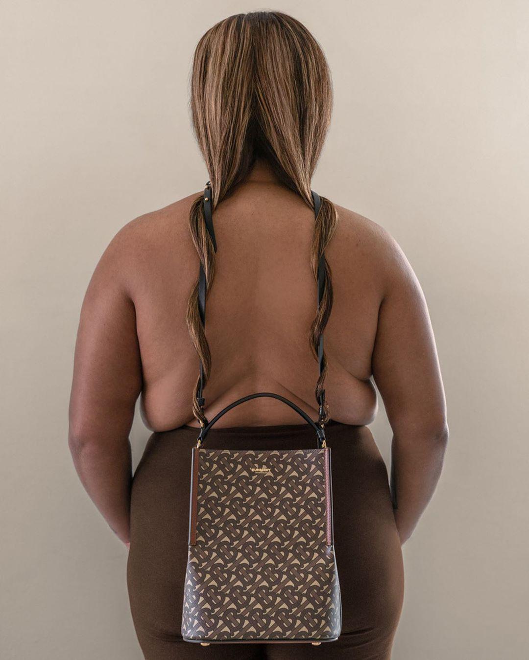 Burberry pokazuje swoją nową torebkę jako część instalacji eksplorującej ludzkie ciało