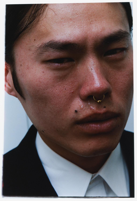 Płacz japońskich mężczyzn. Uwieczniony nazdjęciach fenomen mówi coś więcej otym społeczeństwie