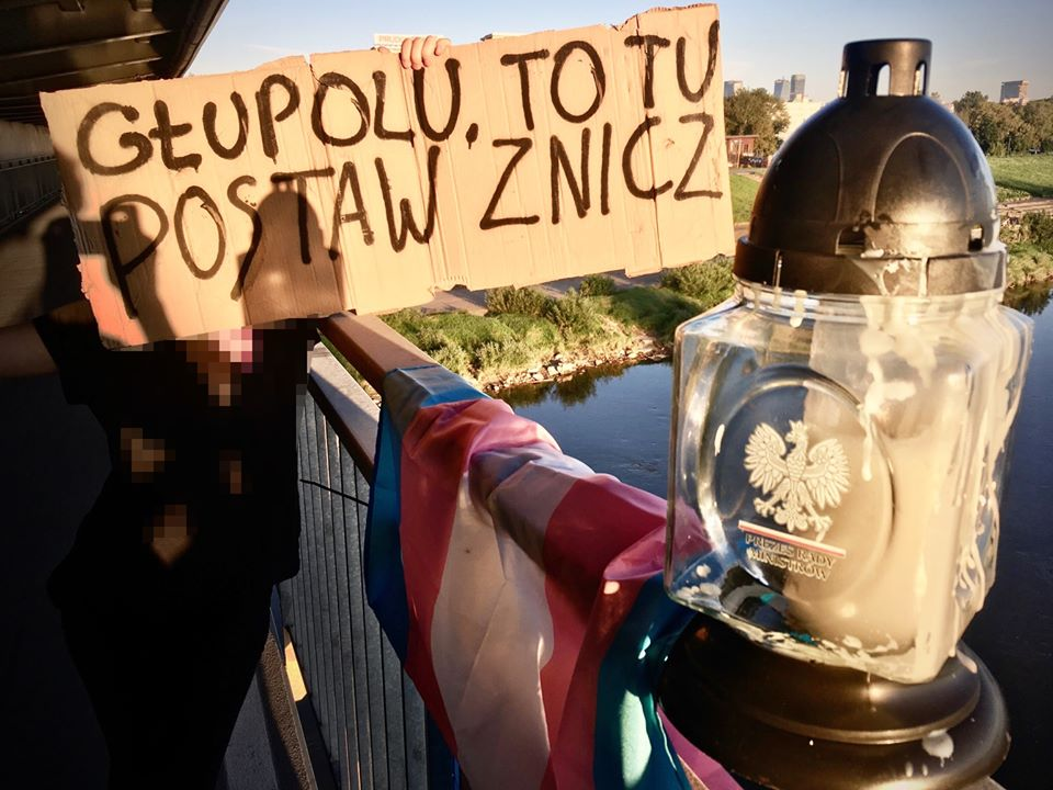 Aktywistki przeniosły znicz Morawieckiego wmiejsce, gdzie ofiara transfobii popełniła samobójstwo
