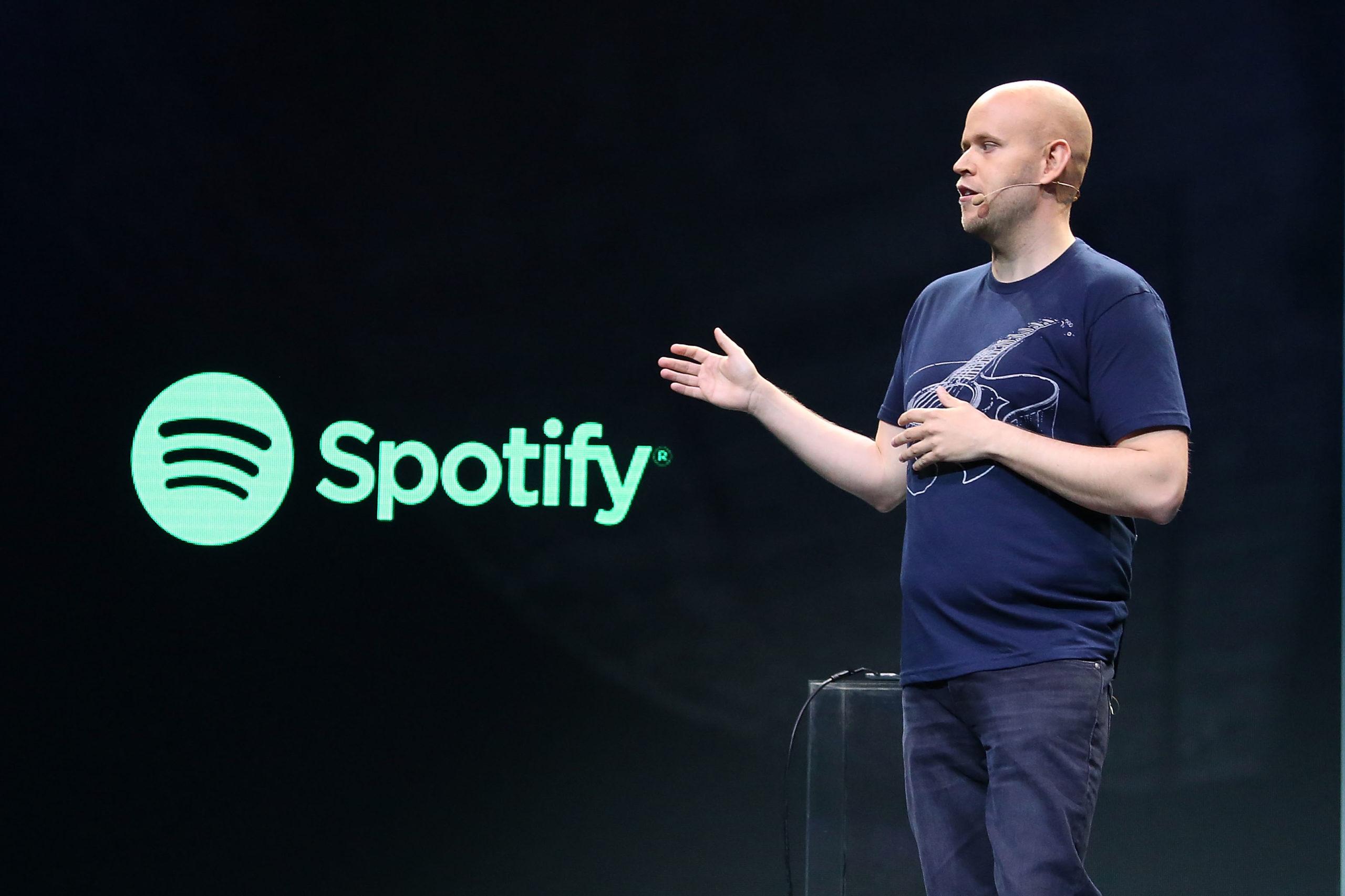 Założyciel Spotify twierdzi, żeartyści zbyt rzadko wydają albumy. Część znich dosadnie mu odpowiedziała