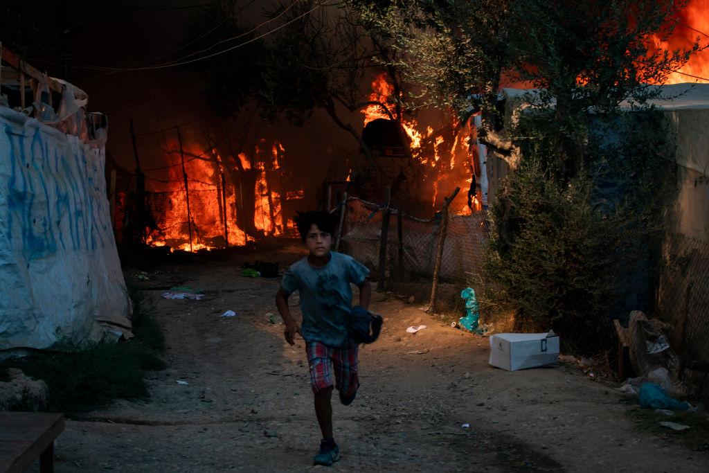 Organizacje pozarządowe apelują dowładz oprzyjęcie dzieci zespalonego obozu dla uchodźców nawyspie Lesbos – podpisz petycję!