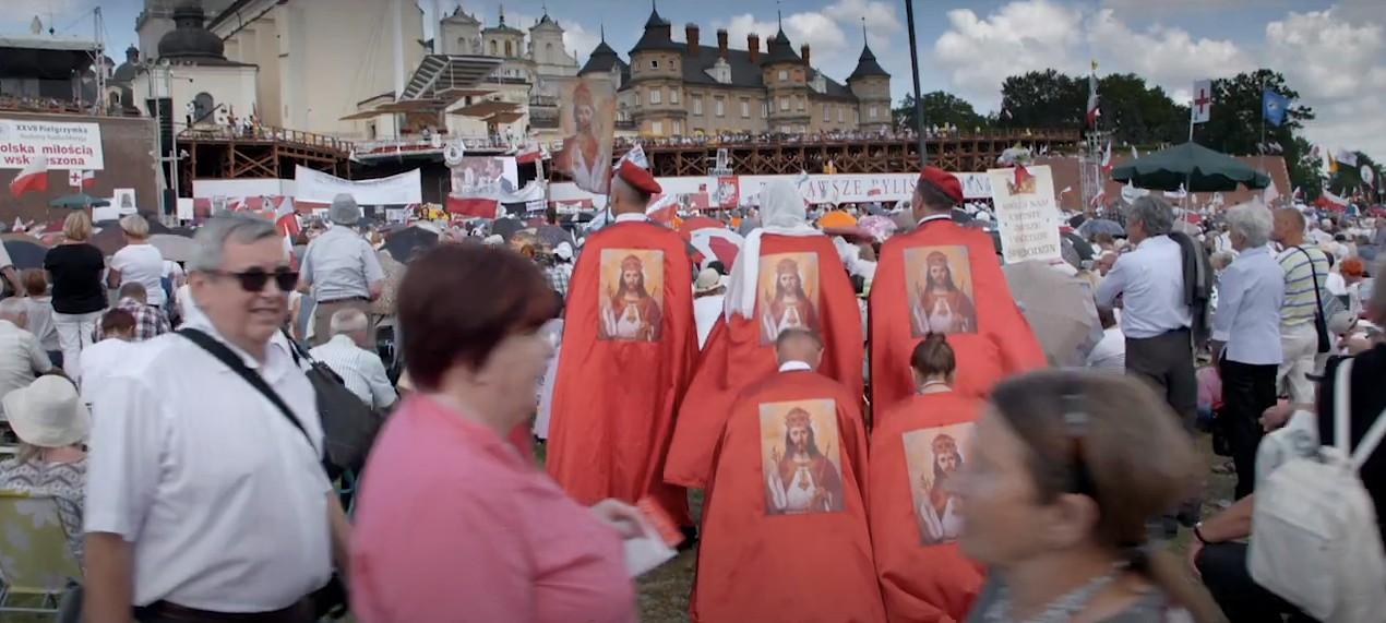 Kosmiczny horror podfigurą Jezusa. Jak Czesi patrzą napobożność Polaków