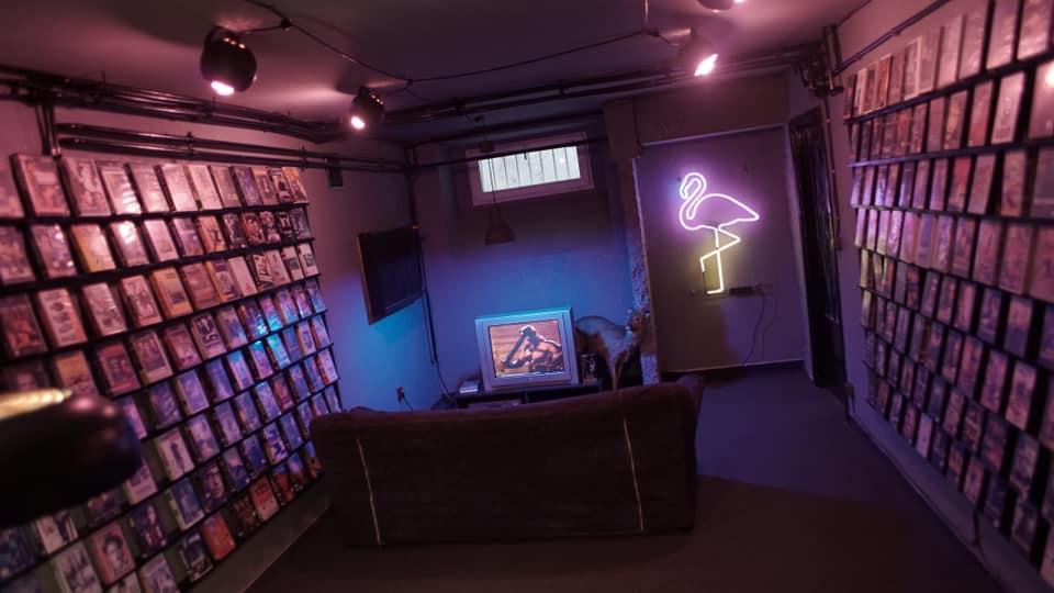 WWarszawie otworzyła się sala dooglądania filmów nakasetach VHS
