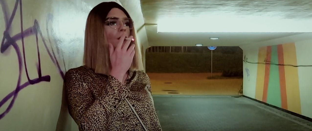 """Drag queen przerabia klasyczny numer Pezeta. """"Ukryty wmieście drag"""" towersja godna 2020"""