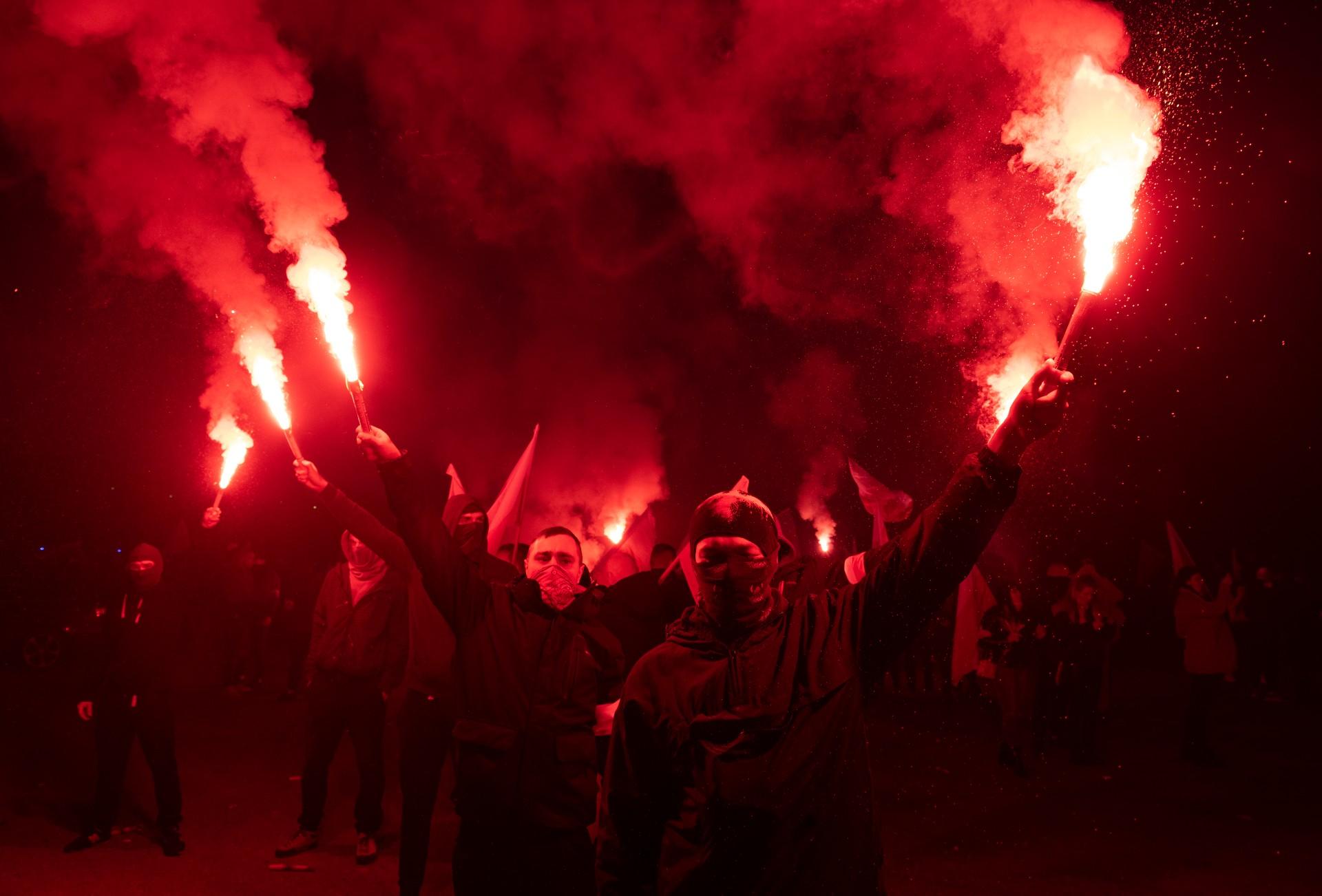 Pogłaskaj faszystę, zwal winę nademokratki – jak PiS tańcuje wokół Marszu Niepodległości