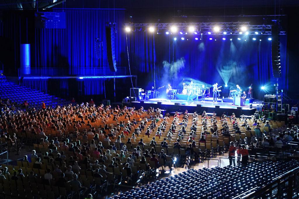 Eksperyment niemieckich naukowców nadzieją dla branży koncertowej wtrakcie pandemii.