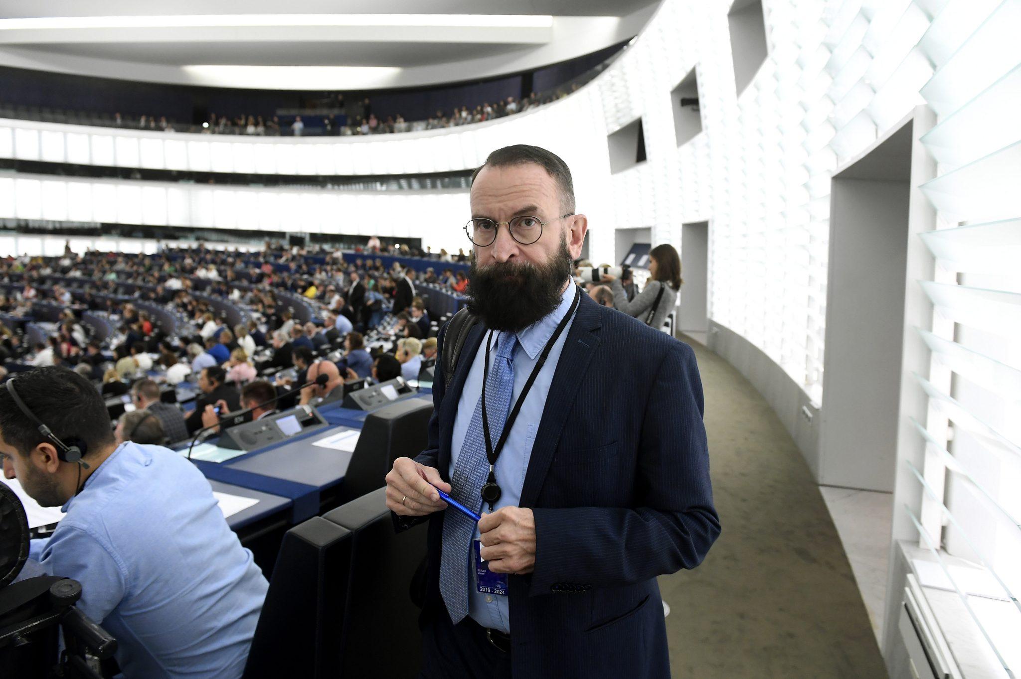 Węgierski polityk, obrońca tradycji, przyłapany nagejowskiej orgii wBrukseli