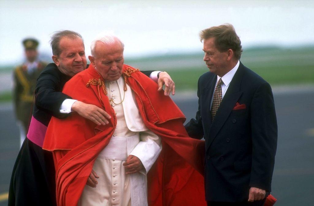 Pomnik Jana Pawła II został streamerem wLegionowie