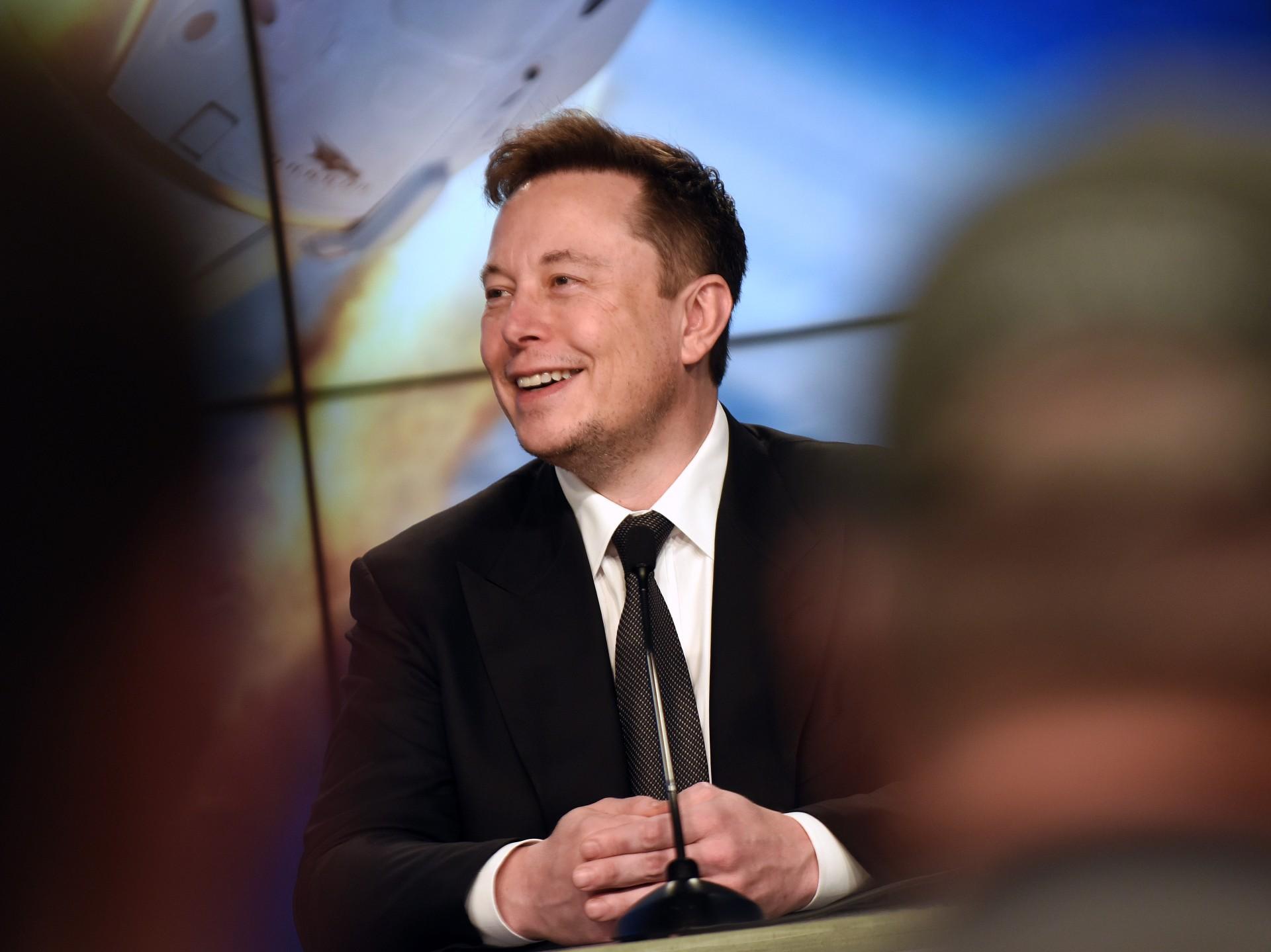 Elon Musk chce wszczepiać ludziom czipy domózgu już wtym roku