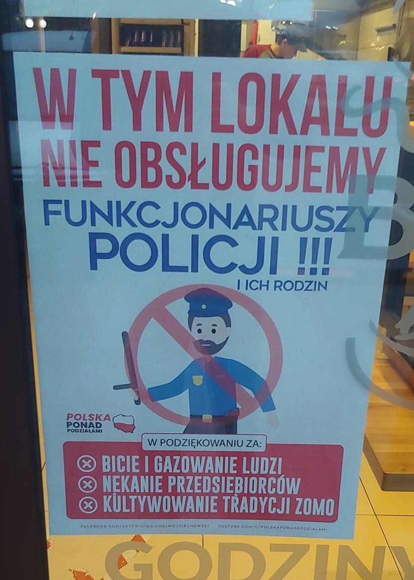 """""""Wtym lokalu nieobsługujemy policji"""". Plakat nawejściu doknajpy dzieli ludzi"""