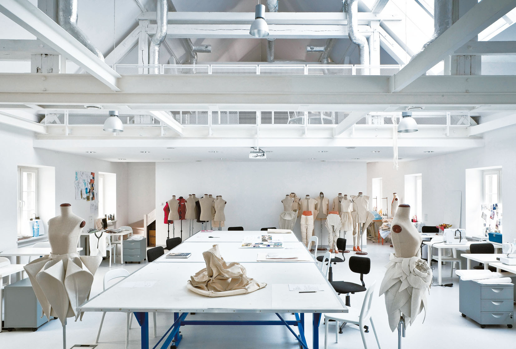 Kreatura mody Armada: Jak Katedra Mody ASP niszczy życia swoich studentów