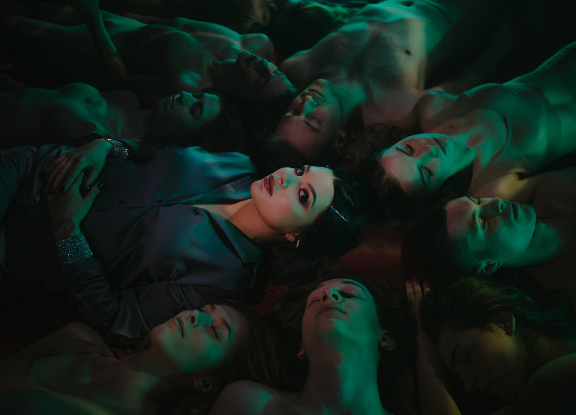 """Kbleax iKukon w""""Moulin Rouge"""" dostarczają nowoczesne R'n'B zprawdziwego zdarzenia"""