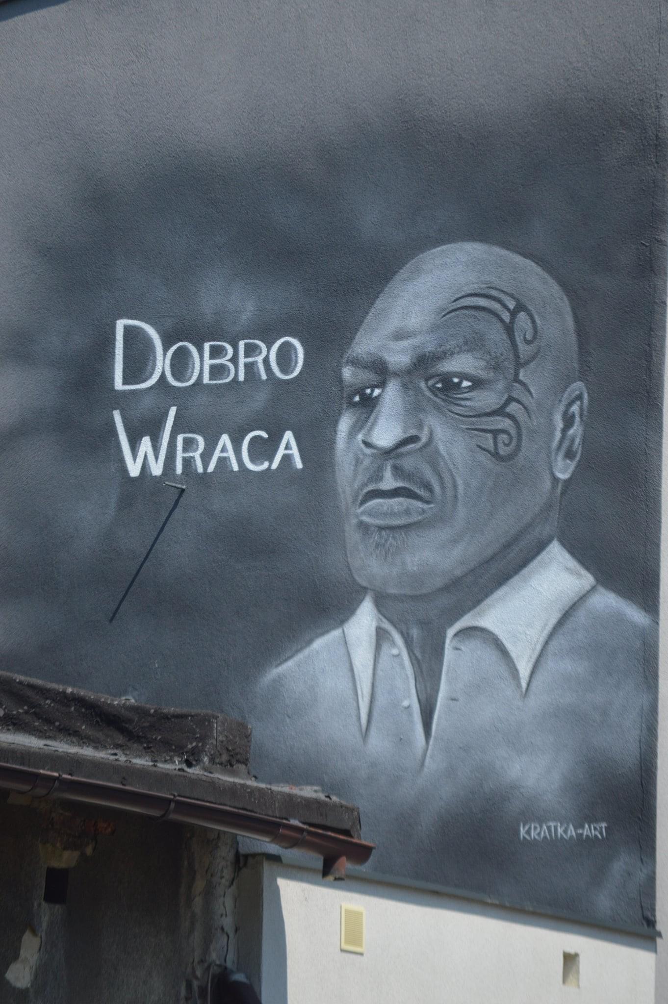 """Wpolskim mieście pojawił się mural zMikiem Tysonem. Głosi, że""""dobro wraca"""""""
