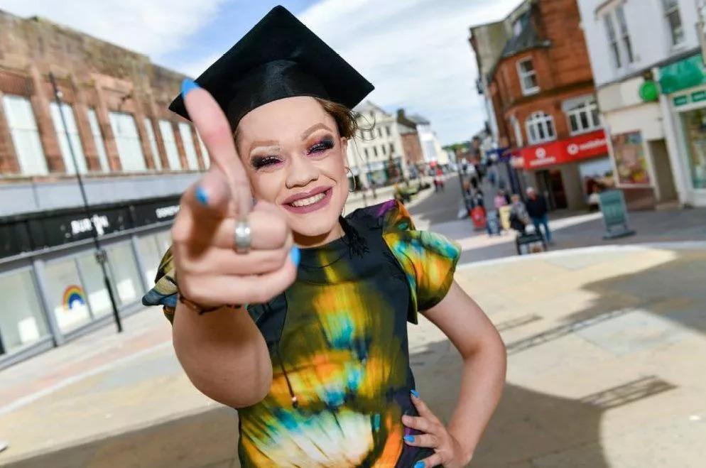 WSzkocji otwiera się pierwsza szkoła dragu dla nastolatków. Pierwszy termin poszedł napniu