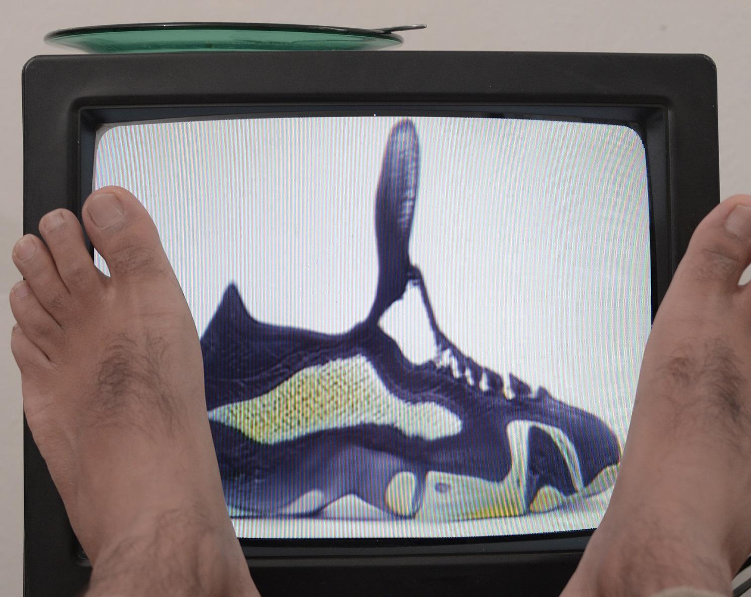 Buty wygenerowane przezAI ikomercja wnaszym życiu – inspirujący projekt Tomka Tofilskiego