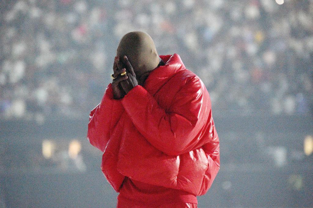 """""""Donda"""" Kanyego Westa: długo wyczekiwane opus magnum czyfestiwal kiczu?"""