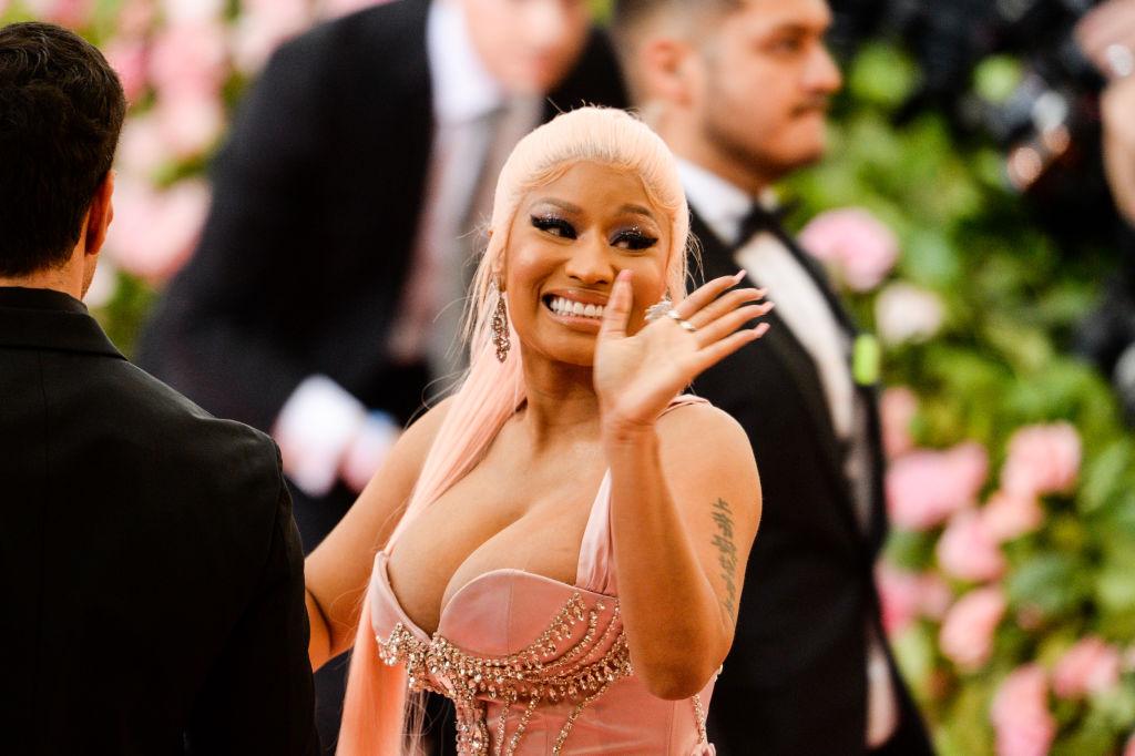 Nabrzmiałe jądra, Drake rozsiewnik itelefony zBiałego Domu: antyszczepionkowa epopeja Nicki Minaj akwestia odpowiedzialności