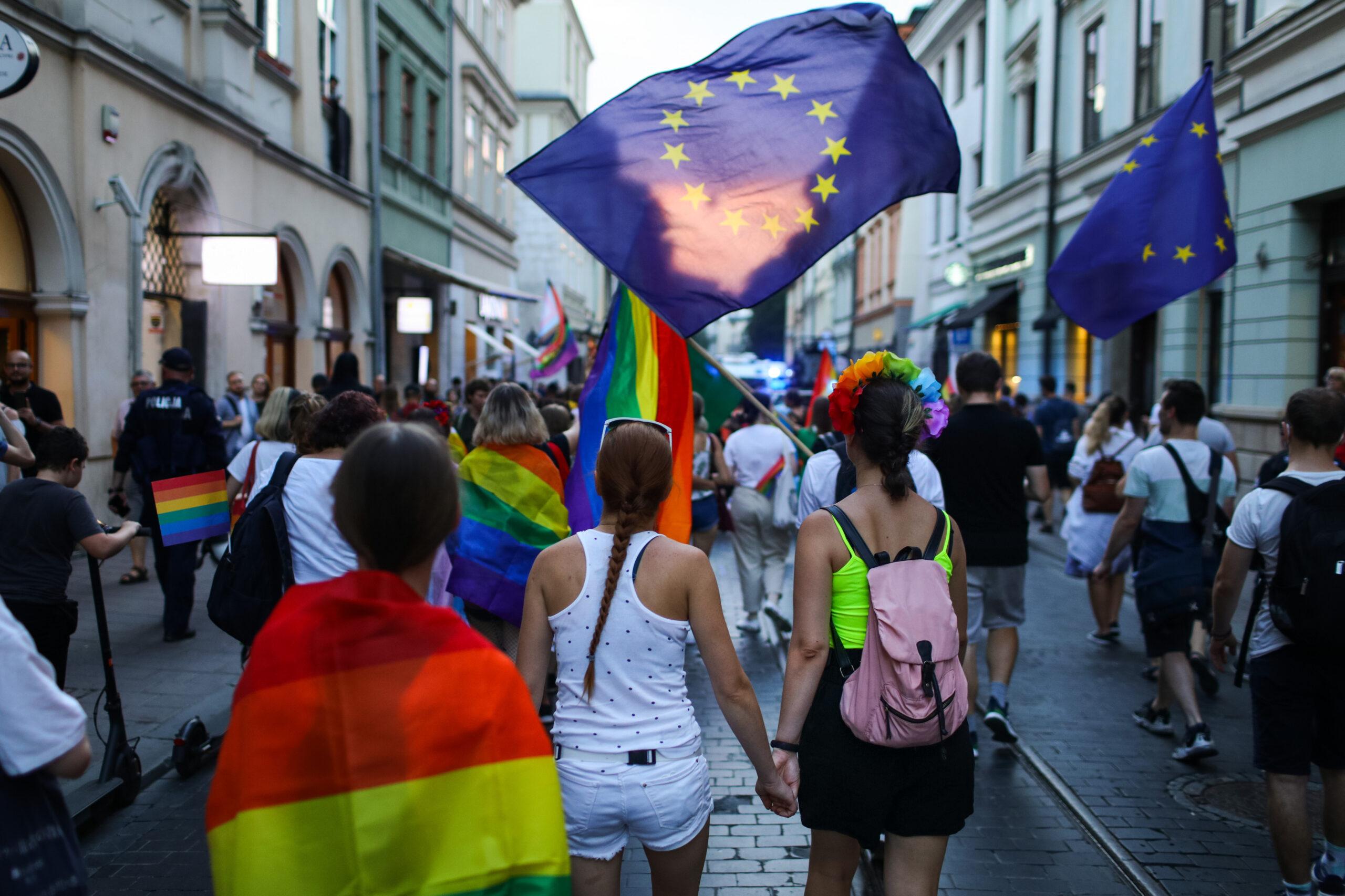 Unia żąda końca dyskryminacji dla osób LGBTQ+ wPolsce. Co oznacza rezolucja PE?